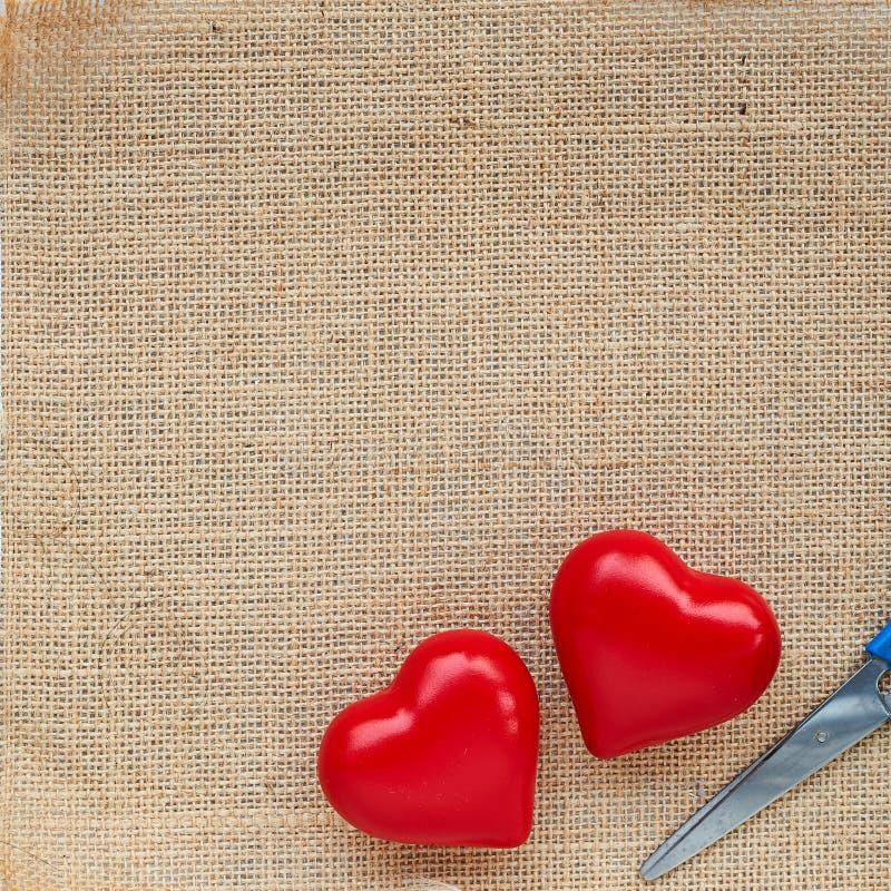 Κόκκινη καρδιά σφαιρών sackcloth στοκ εικόνα
