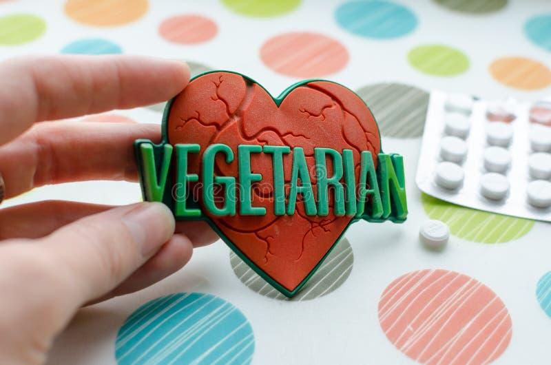 Κόκκινη καρδιά με τον παγκόσμιο χορτοφάγο στοκ φωτογραφία με δικαίωμα ελεύθερης χρήσης