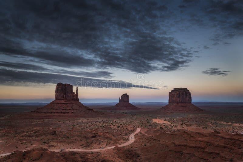 Κόκκινη κοιλάδα μνημείων στο ηλιοβασίλεμα, Αριζόνα, Utha στοκ φωτογραφία με δικαίωμα ελεύθερης χρήσης