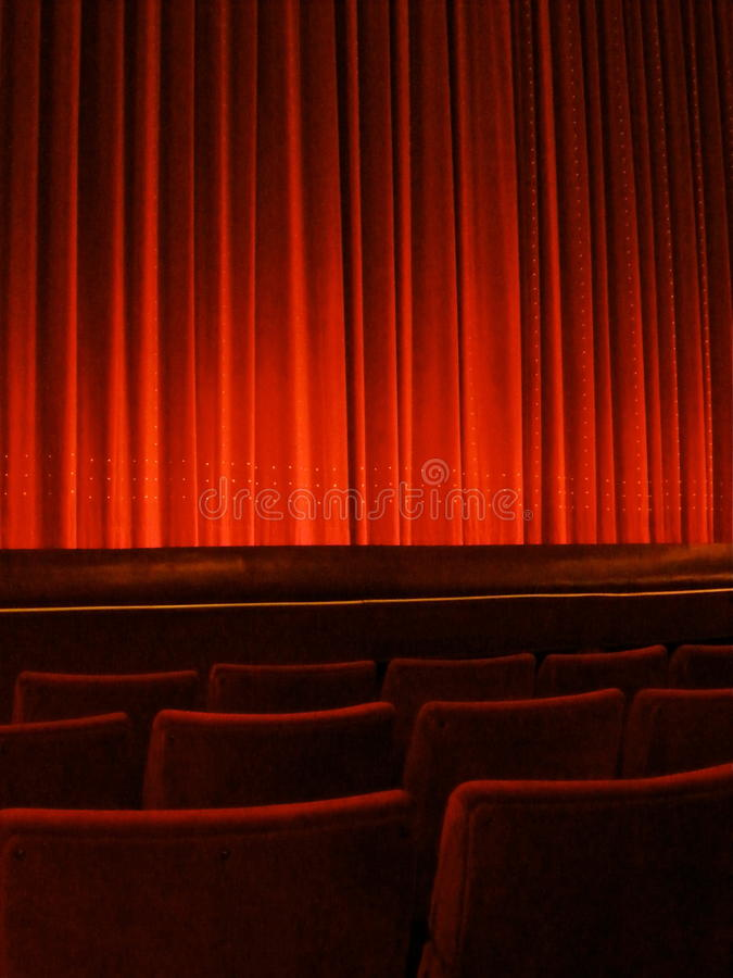 Κόκκινη κουρτίνα θεάτρων στοκ φωτογραφία