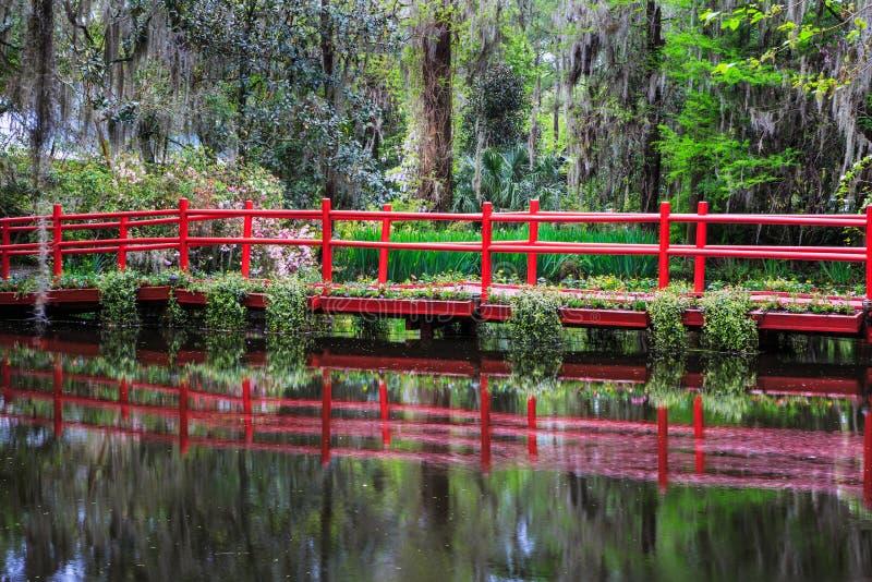 Κόκκινη νότια Καρολίνα του Τσάρλεστον γεφυρών κήπων στοκ φωτογραφίες