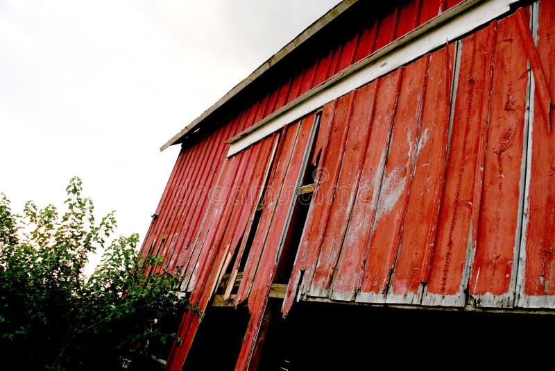 Κόκκινη ξύλινη σιταποθήκη στοκ φωτογραφίες με δικαίωμα ελεύθερης χρήσης