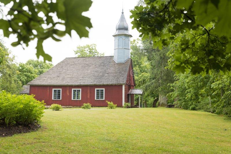 Κόκκινη ξύλινη εκκλησία στοκ φωτογραφία με δικαίωμα ελεύθερης χρήσης