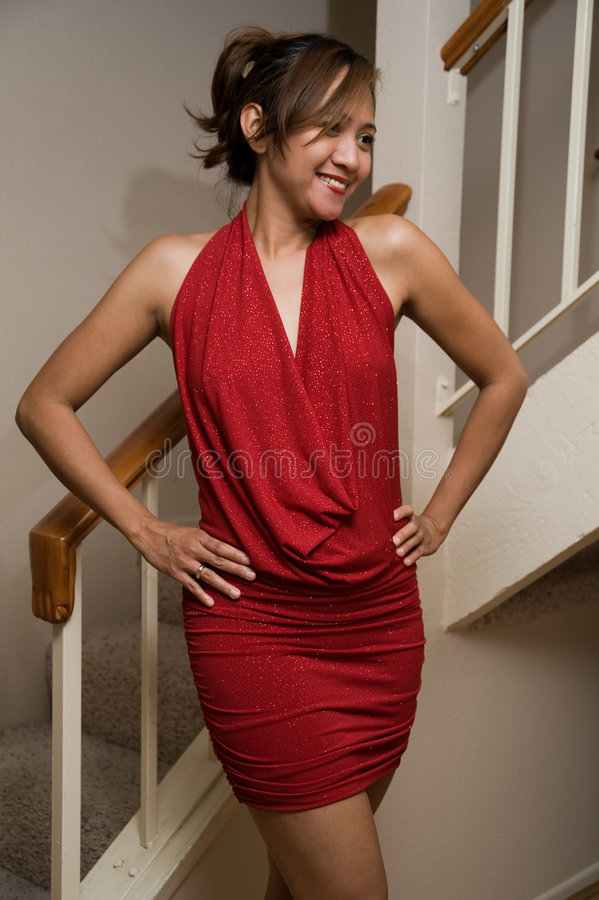 κόκκινη προκλητική γυναίκα φορεμάτων στοκ φωτογραφία με δικαίωμα ελεύθερης χρήσης