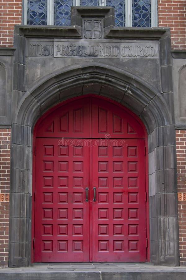 Κόκκινη πόρτα καθεδρικών ναών στοκ εικόνα