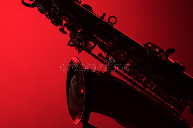 κόκκινη σκιαγραφία saxophone στοκ εικόνα με δικαίωμα ελεύθερης χρήσης