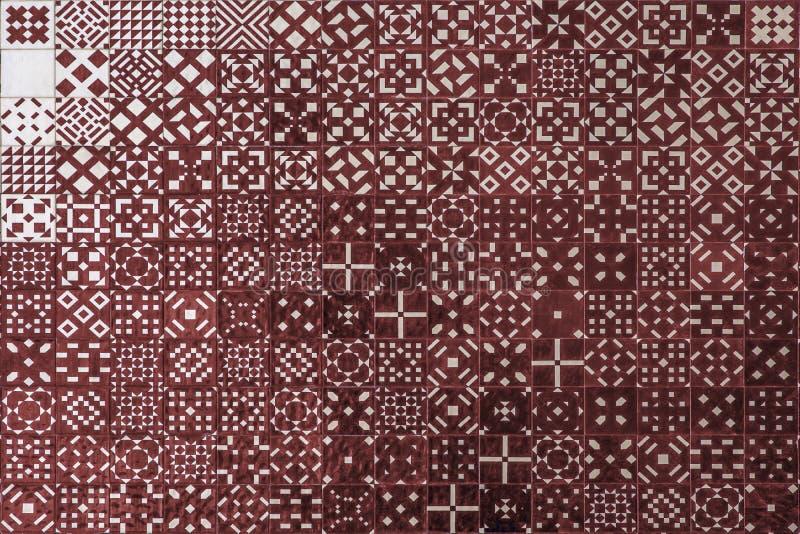 Κόκκινη σύσταση azulejo μωσαϊκών στη Λισσαβώνα στοκ εικόνες