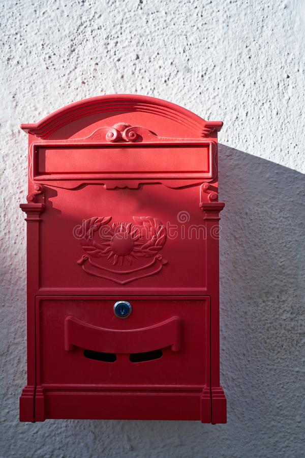κόκκινη ταχυδρομική θυρίδα στο albayzin στοκ εικόνες με δικαίωμα ελεύθερης χρήσης
