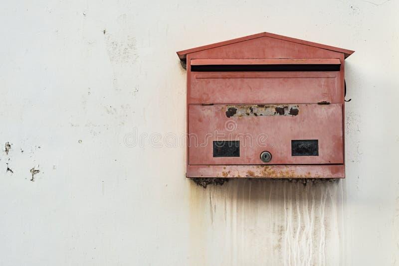 Κόκκινη ταχυδρομική θυρίδα στοκ εικόνα