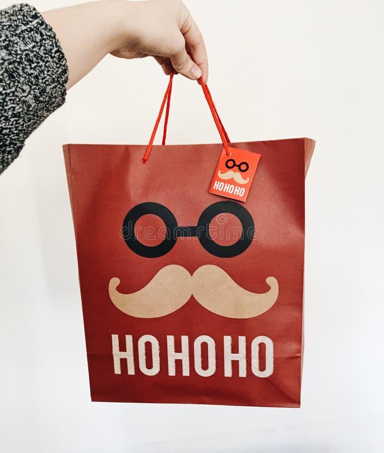 Κόκκινη τσάντα Χριστουγέννων που μοιάζει με Santa με Ho Ho Ho στοκ φωτογραφία