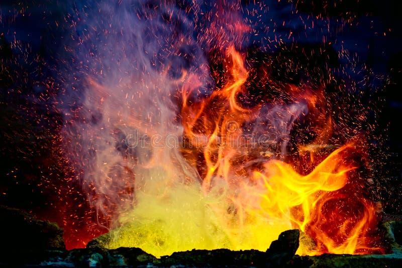 Κόκκινη υψηλής θερμοκρασίας πυρκαγιά στοκ φωτογραφίες με δικαίωμα ελεύθερης χρήσης