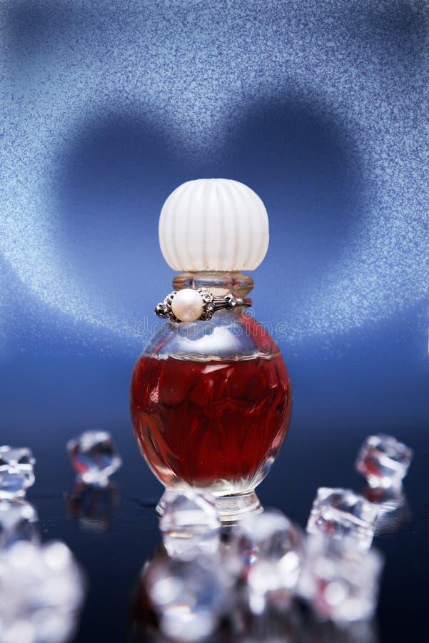 Κόκκινη φίλτρο της αγάπης στο μικρό μπουκάλι στοκ φωτογραφία με δικαίωμα ελεύθερης χρήσης