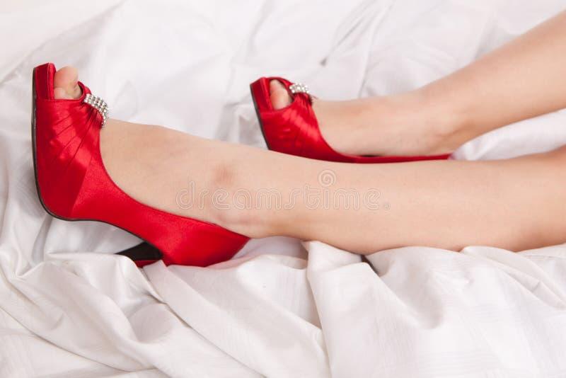 κόκκινη s γυναίκα παπουτσ&i στοκ εικόνα με δικαίωμα ελεύθερης χρήσης