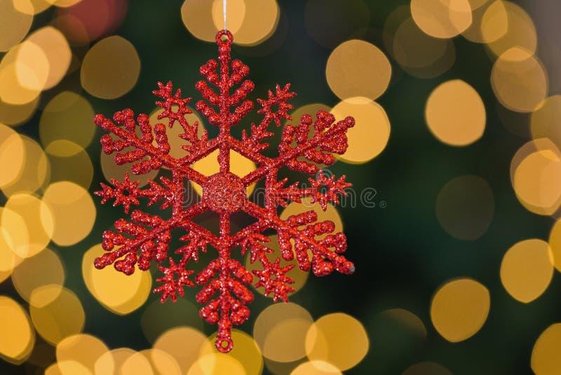 Κόκκινη snowflake Χριστουγέννων ένωση διακοσμήσεων στοκ φωτογραφίες