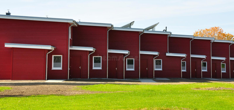 Κόκκινη terraced δευτερεύων-άποψη σπιτιών στοκ εικόνα