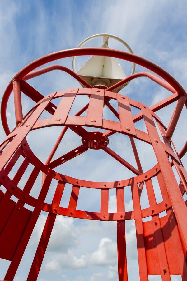 Κόκκινοι σημαντήρας και μπλε ουρανός στοκ εικόνα με δικαίωμα ελεύθερης χρήσης