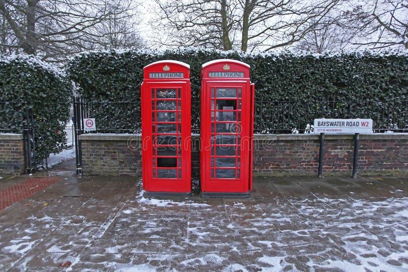 Κόκκινοι τηλεφωνικοί θάλαμοι στοκ εικόνες