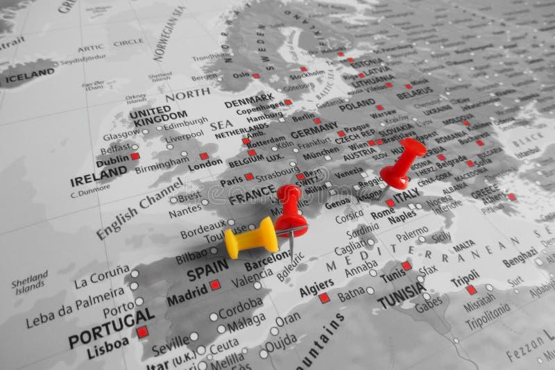 Κόκκινος δείκτης πέρα από την Ευρώπη στοκ εικόνα με δικαίωμα ελεύθερης χρήσης