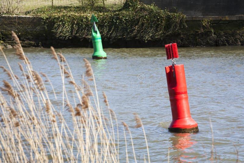 Κόκκινος και πράσινος σημαντήρας στοκ εικόνες