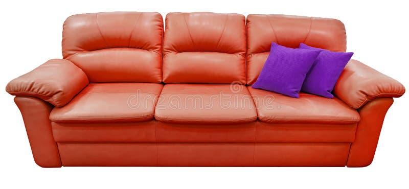Κόκκινος καναπές με το πορφυρό μαξιλάρι Μαλακός καναπές λεμονιών Κλασικό ντιβάνι φυστικιών στο απομονωμένο υπόβαθρο στοκ φωτογραφία με δικαίωμα ελεύθερης χρήσης