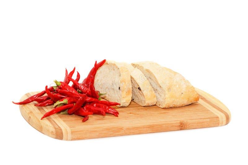 Κόκκινος - καυτό peper και τεμαχισμένο ψωμί στοκ φωτογραφία
