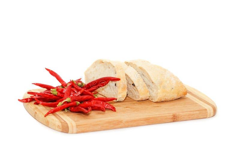 Κόκκινος - καυτό peper και τεμαχισμένο ψωμί στοκ εικόνες με δικαίωμα ελεύθερης χρήσης