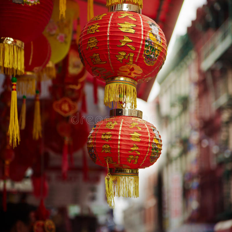 Κόκκινος κινεζικός λαμπτήρας σε Chinatown στην πόλη της Νέας Υόρκης, ΗΠΑ στοκ εικόνα με δικαίωμα ελεύθερης χρήσης
