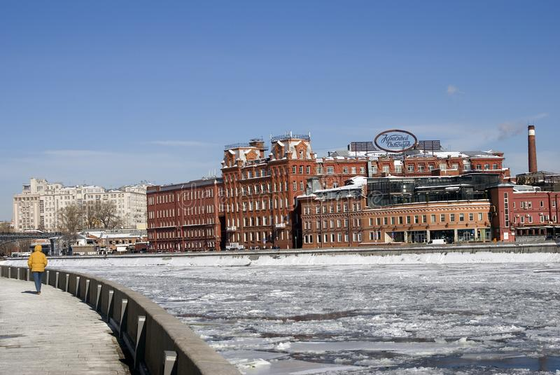 Κόκκινος Οκτώβριος σύνθετος στη Μόσχα στοκ εικόνα