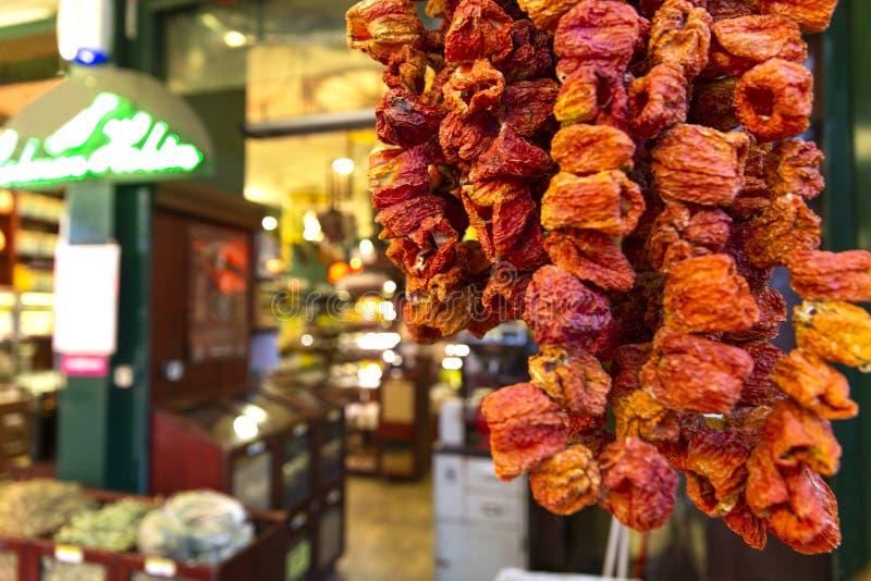 Κόκκινος - πιπέρι που πωλείται καυτό όπως ξηρό στοκ φωτογραφίες