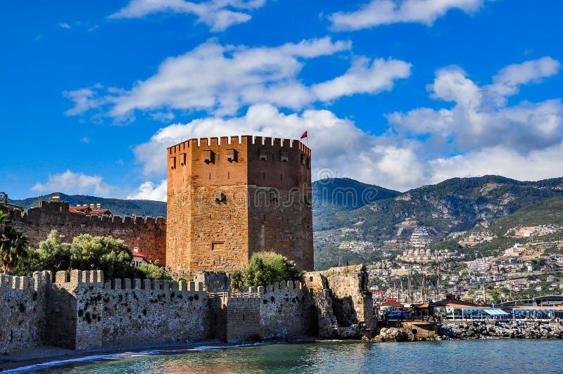 Κόκκινος πύργος σε Alanya μια όμορφη ημέρα στοκ εικόνες
