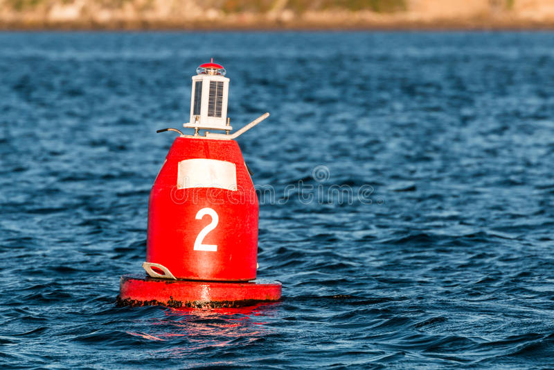 Κόκκινος σημαντήρας συντρόφων καλογριών στο λιμάνι στοκ φωτογραφία με δικαίωμα ελεύθερης χρήσης