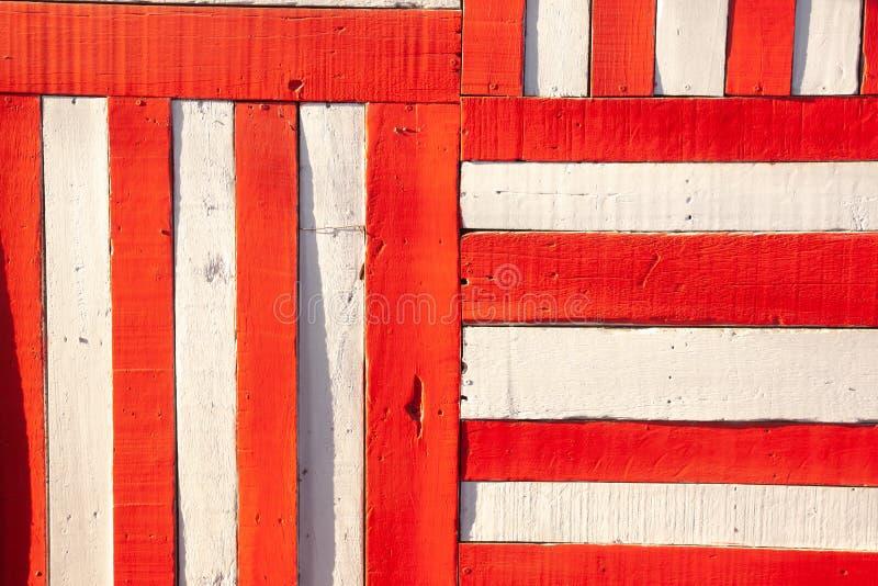 Κόκκινο άσπρο χρωματισμένο ξύλινο υπόβαθρο τοίχων στοκ φωτογραφία με δικαίωμα ελεύθερης χρήσης