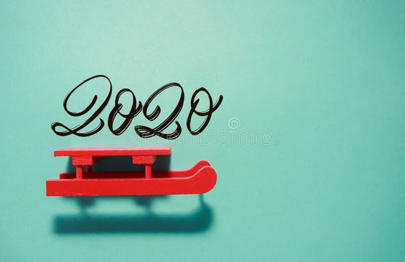 Κόκκινο έλκηθρο σε φόντο neo mint στοκ φωτογραφία με δικαίωμα ελεύθερης χρήσης