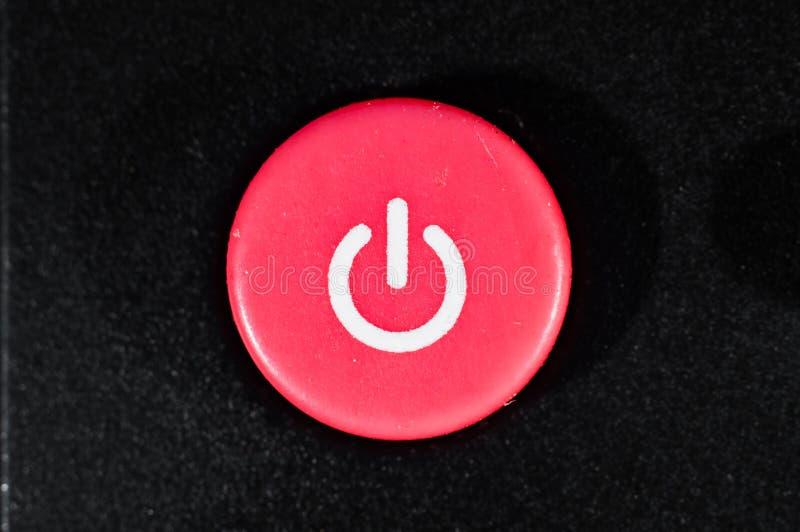 Κόκκινο από το κουμπί στη μακρινή κινηματογράφηση σε πρώτο πλάνο, μακροεντολή στοκ εικόνες με δικαίωμα ελεύθερης χρήσης