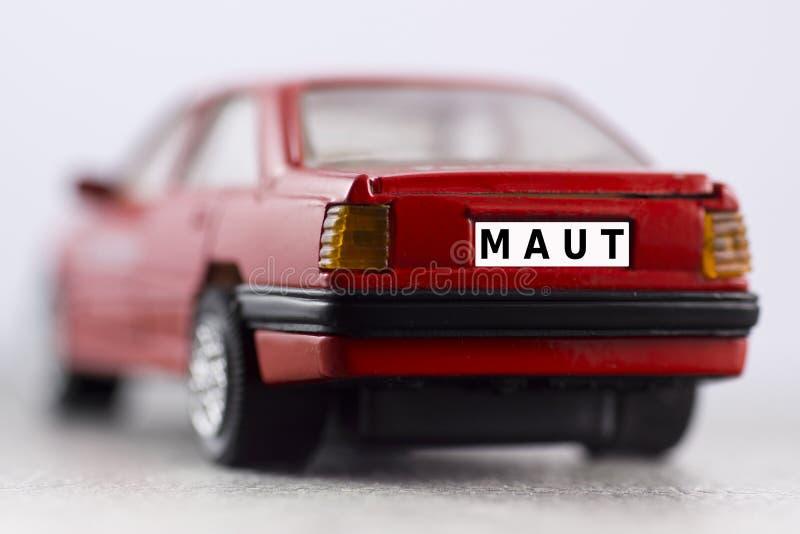 Κόκκινο αυτοκίνητο, αριθμός πινακίδας αυτοκινήτου, φόρος αυτοκινήτων στοκ εικόνα με δικαίωμα ελεύθερης χρήσης