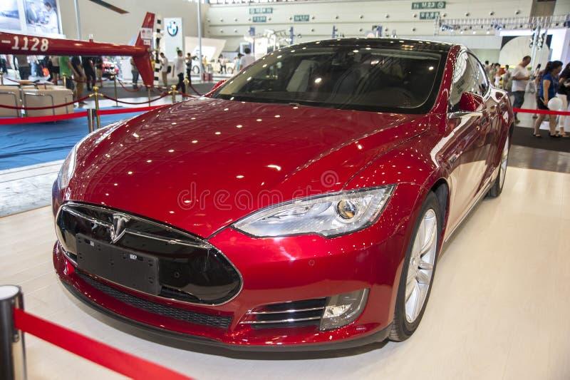 Κόκκινο αυτοκίνητο τέσλα στοκ φωτογραφία με δικαίωμα ελεύθερης χρήσης