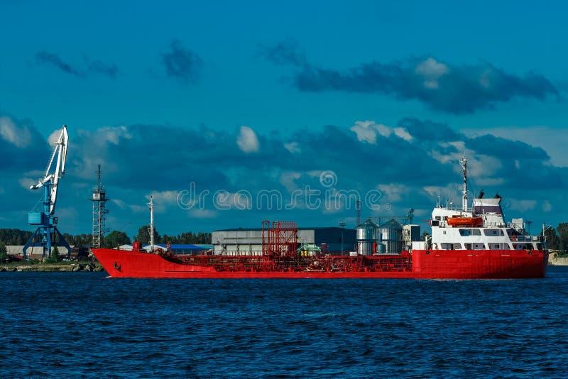 κόκκινο βυτιοφόρο σκαφών στοκ εικόνες με δικαίωμα ελεύθερης χρήσης