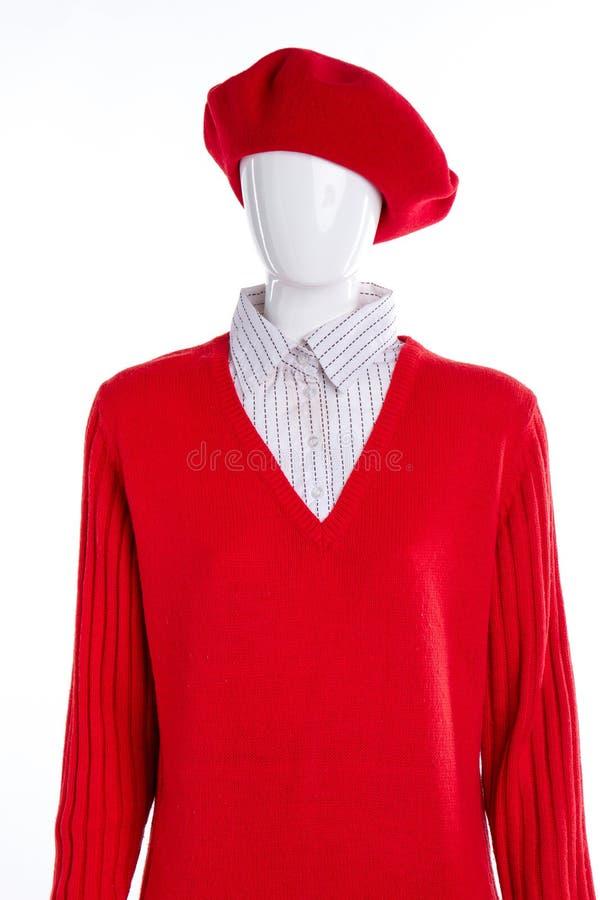 Κόκκινο γαλλικό beret και πουλόβερ πουκάμισο στοκ φωτογραφίες με δικαίωμα ελεύθερης χρήσης