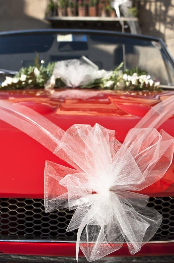 Κόκκινο γαμήλιο αυτοκίνητο Στοκ Εικόνα