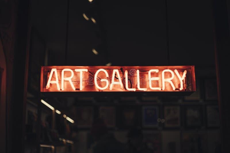 Κόκκινο γκαλερί τέχνης επιστολών νέου στοκ εικόνες