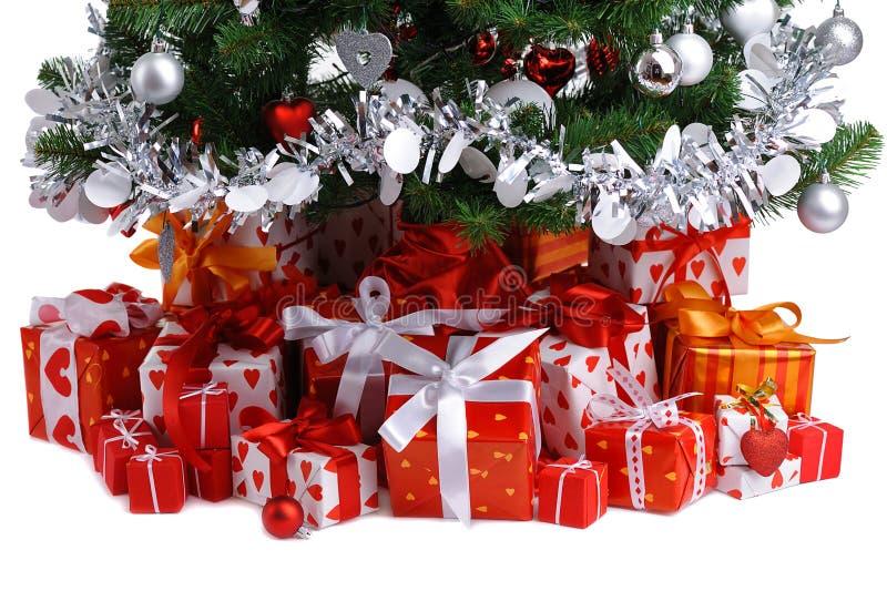 κόκκινο δέντρο δώρων Χριστ&om στοκ φωτογραφίες