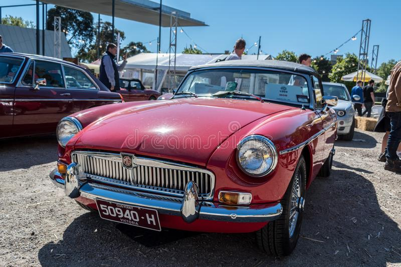 Κόκκινο εκλεκτής ποιότητας αυτοκίνητο MG του 1969 σε Motorclassica στοκ εικόνες