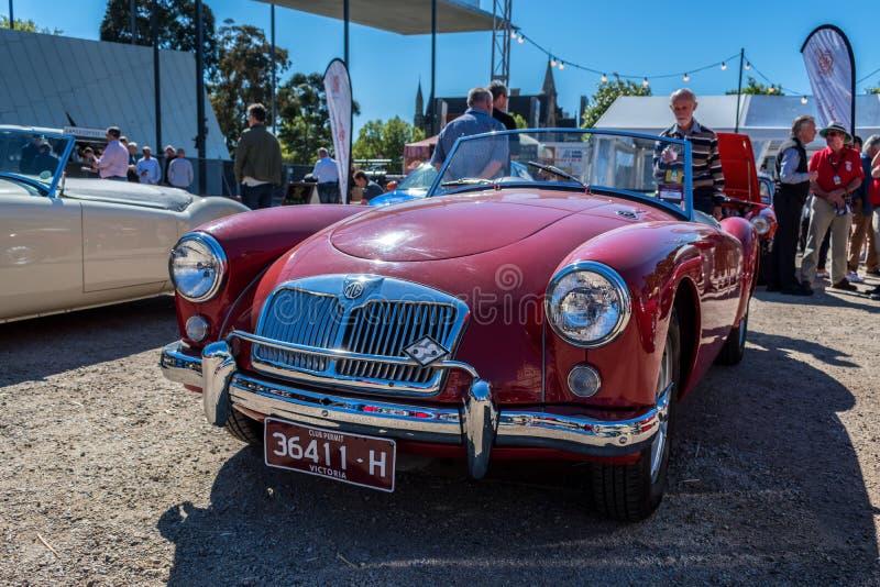 Κόκκινο εκλεκτής ποιότητας MG μετατρέψιμο σε Motorclassica στοκ φωτογραφίες