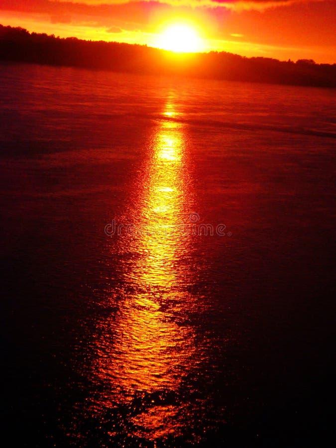 κόκκινο ηλιοβασίλεμα π&omicr στοκ φωτογραφία με δικαίωμα ελεύθερης χρήσης