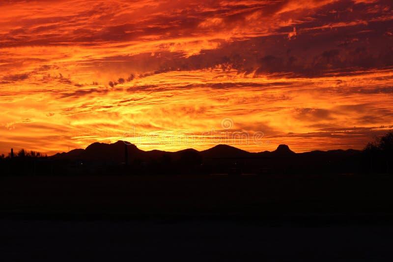 Κόκκινο ηλιοβασίλεμα Hill της Αριζόνα ερήμων πυρκαγιάς στοκ εικόνες