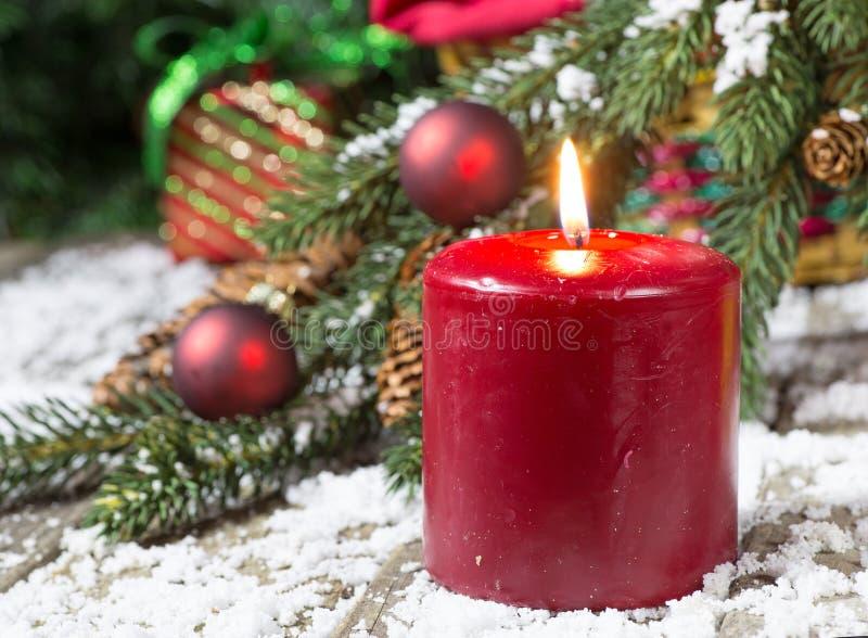 κόκκινο διάνυσμα απεικόνισης Χριστουγέννων κεριών καψίματος στοκ φωτογραφία