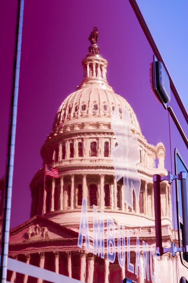 Κόκκινο ιατρικό όχημα Μ αντανάκλασης ασθενοφόρων του Washington DC Capitol στοκ φωτογραφίες με δικαίωμα ελεύθερης χρήσης