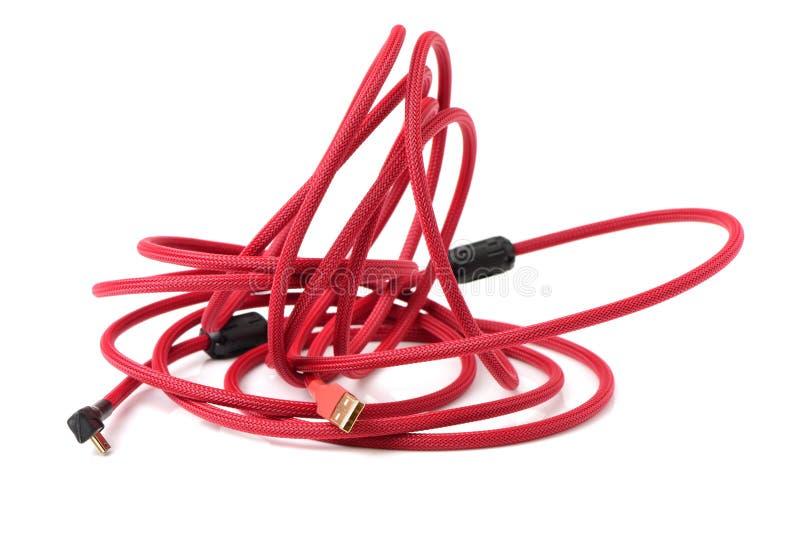 Κόκκινο καλώδιο χρέωσης usb κινητό στοκ εικόνα