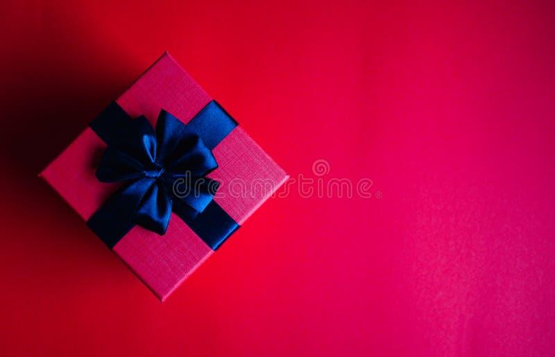 Κόκκινο κιβώτιο δώρων στοκ φωτογραφία με δικαίωμα ελεύθερης χρήσης