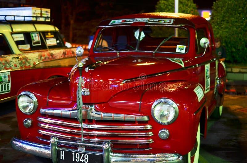 Κόκκινο κλασικό αυτοκίνητο της Ford στοκ εικόνα με δικαίωμα ελεύθερης χρήσης
